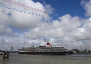 Red Arrows flypast The Three Queens